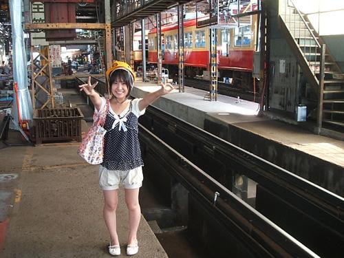 長野電鉄の車庫でピース!